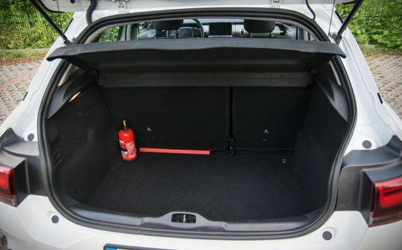 Багажник тестируемой модели имеет объем 358 литров