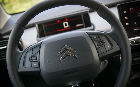 расположение кнопок на руле