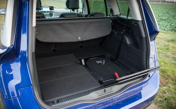 Объем багажного отделения в 7-местной версии составляет 643 литра
