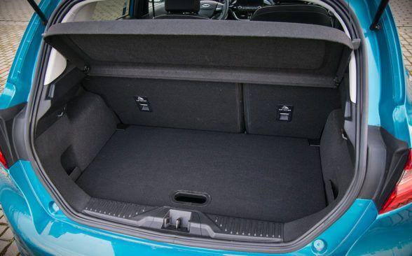 объем багажного отделения можно расширить до 1093 литра