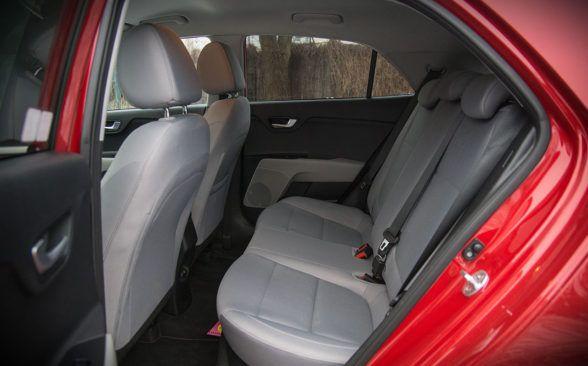 для пассажиров задних сидений