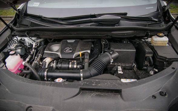 Lexus в значительной степени полагается на гибридные приводы