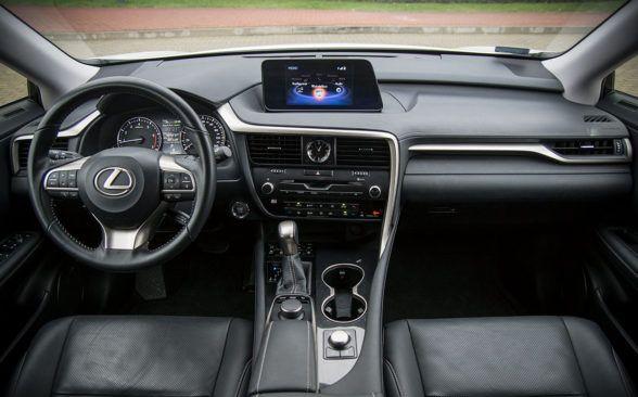 RX в профиль больше похож на автомобили в стиле BMW X6
