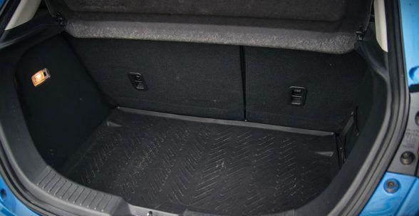 довольно высокий багажник объемом 280 литров