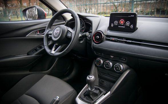 Интерьер Mazda CX-3 привлекает внимание