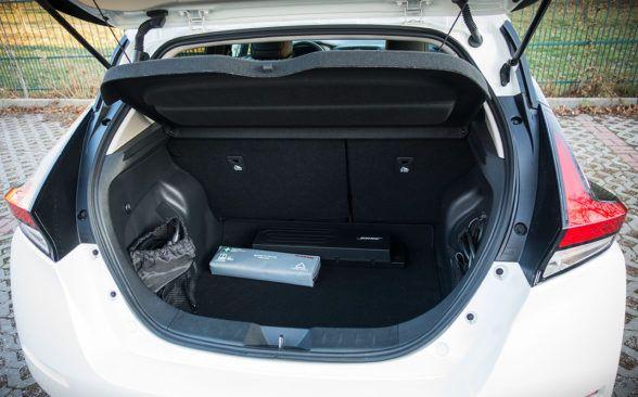 Багажник тестируемого Nissan имеет объем 385 литров