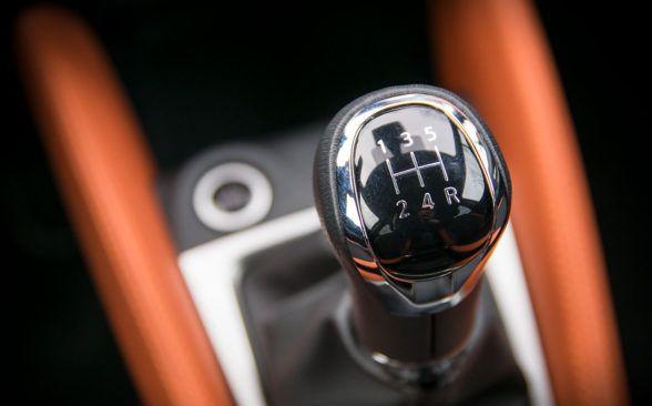 Двигатель подключен к 5-ступенчатой механической коробке передач