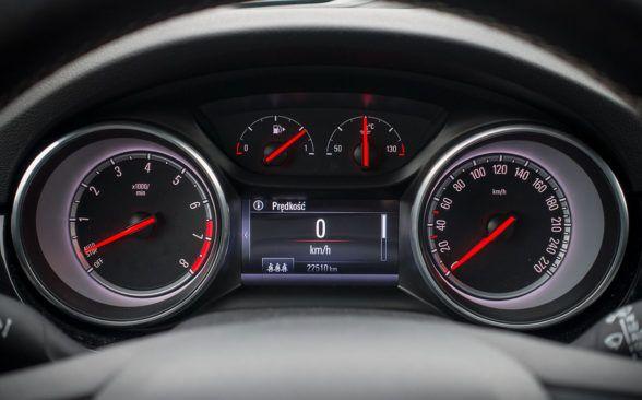 Opel позволяет довольно много в поворотах