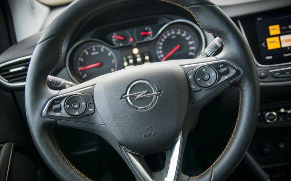 Рулевое колесо в тестируемом Opel имеет небольшое сопротивление