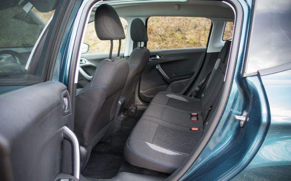 Сзади, после установки переднего сиденья