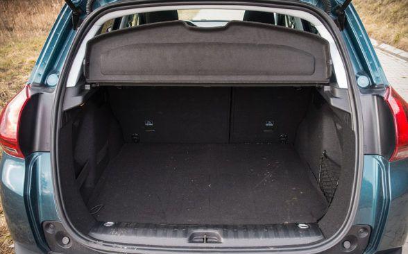 Тестируемый Peugeot имеет багажник объемом 350 литров