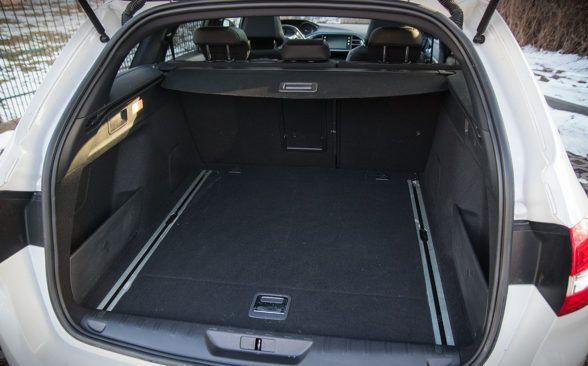 Объем багажного отделения 308 SW составляет 556 литров