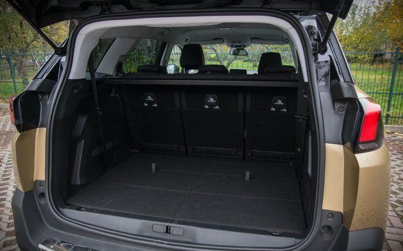 Peugeot 5008 предлагает два раскладывающихся сиденья