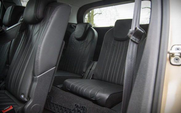 Задние сиденья состоят из 3-х независимых модулей