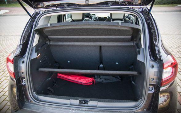 Багажник тестируемого Renault имеет 377 литров