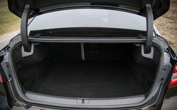 Багажник Renault Talisman имеет внушительные 608 литров.