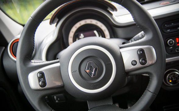 на рулевом колесе есть только некоторые кнопки