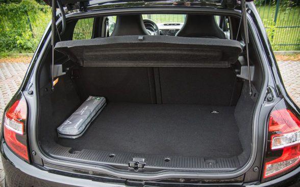 Багажник Twingo также выполняет роль моторного отсека