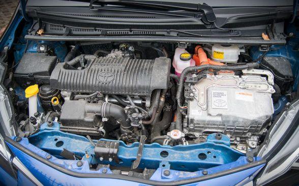 Toyota Yaris имеет под капотом бензиновый двигатель объемом 1,5 л