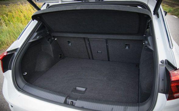 Багажник тестируемого Фольксвагена имеет объем 421 литр