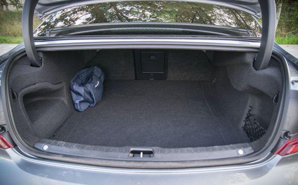 Багажный отсек тестируемого седана Volvo имеет объем 500 литров