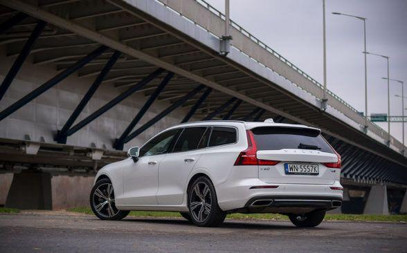 Volvo V60 едет очень уверенно