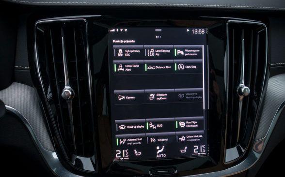 Кнопок в салоне - как и положено новому Volvo - не так уж и много