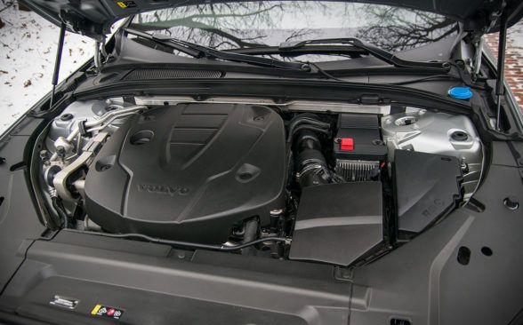 Под капотом тестируемого экземпляра находился самый мощный дизельный двигатель