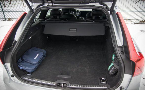 Багажный отсек Volvo V90 имеет объем 560 литров