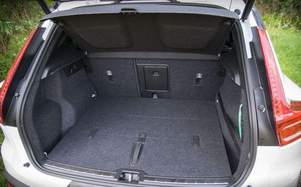 Багажник машины имеет внушительную вместимость 460 литров